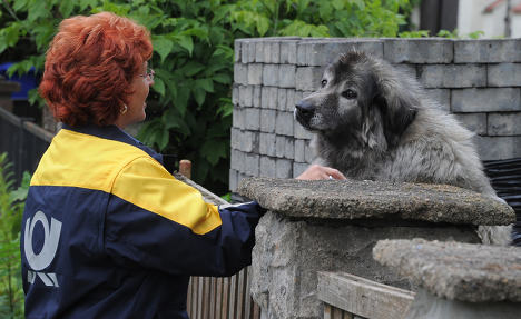 German posties take dog defence classes