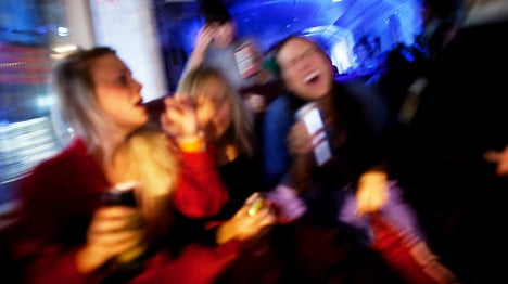 Teen boozing doesn't trigger alcoholism: study