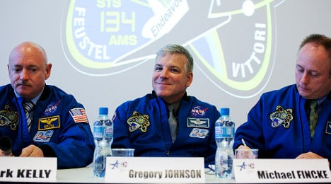 Endeavour astronauts make Geneva landing