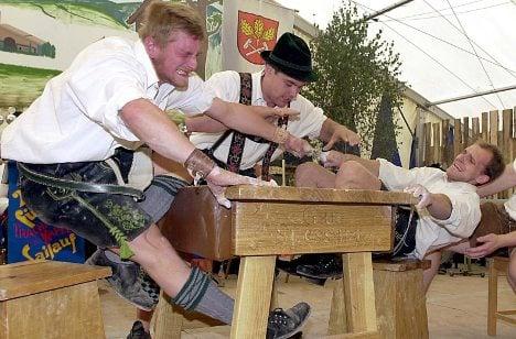 Bavarian machos gather for finger-pulling fest