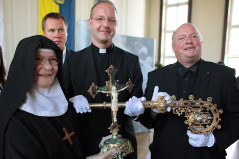 Thief returns anti-Nazi bishop's treasures