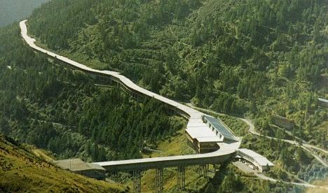 Great St. Bernard Tunnel reopens after slide