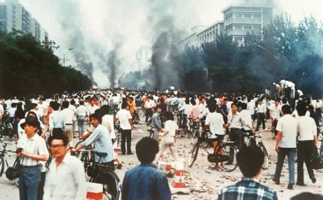 Helmut Schmidt defends Tiananmen massacre