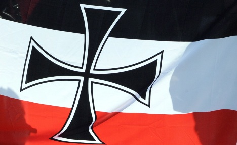 Neo-Nazi pepper sprays Polish WWII survivors