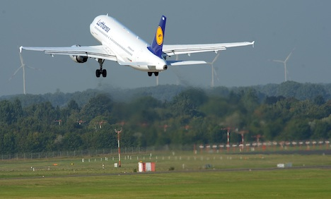 Lufthansa flights back on plan as talks start