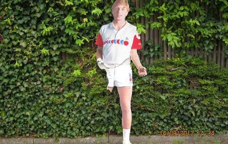 One-legged Boris Becker endangers traffic