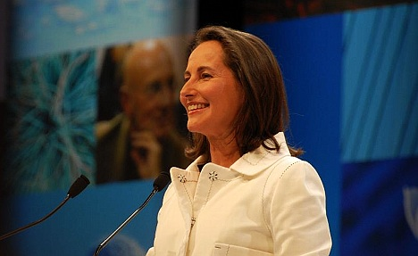 Battle Royal between Hollande's women enthrals France