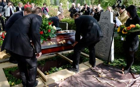 Czechs bury WWII revenge attack victims