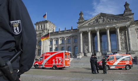 Man dies after setting self on fire at Reichstag