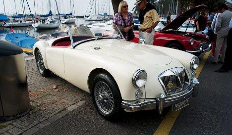 Classic British cars roll to Lake Geneva
