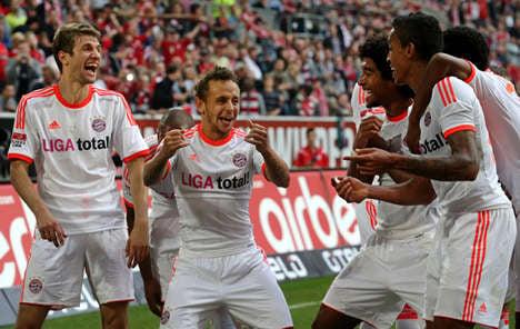 Bayern beat Düsseldorf, Schalke smash Dortmund