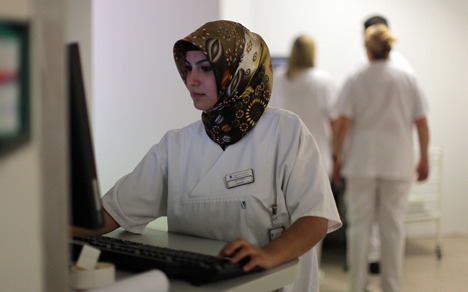 Court: Woman can wear headscarf at work