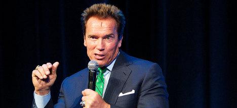 Schwarzenegger backs Hollande's budget cuts