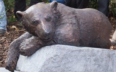 Knut the polar bear back at Berlin Zoo – in bronze