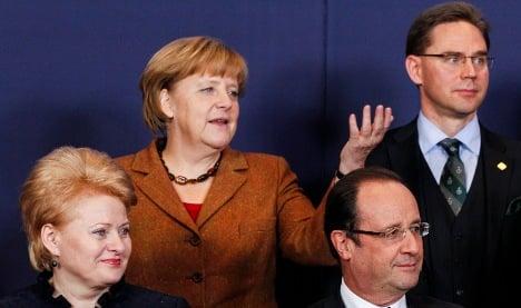 Merkel dampens hopes for EU budget deal