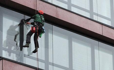Office staff must get expert to open windows
