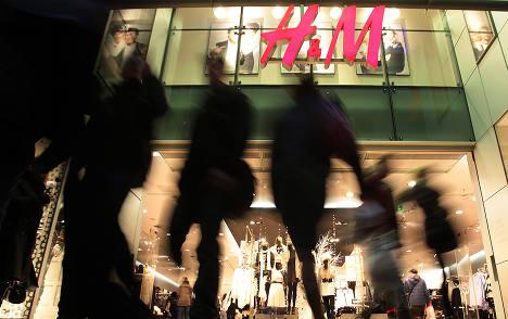 Wary consumers still splash cash at Christmas