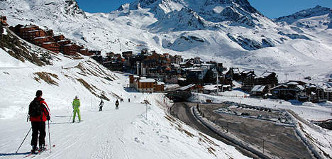Heavy snow brings Val Thorens skiers to slopes
