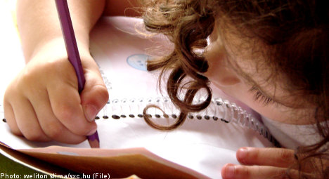 Boys fall further behind girls in school: report