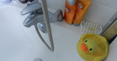 Bathtub toddler dies from hot water burns