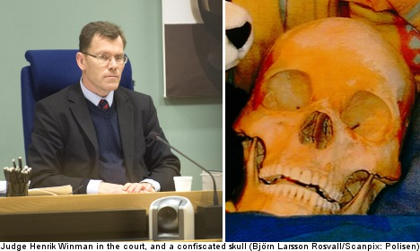'Bone buyer' takes stand in skeleton lover trial