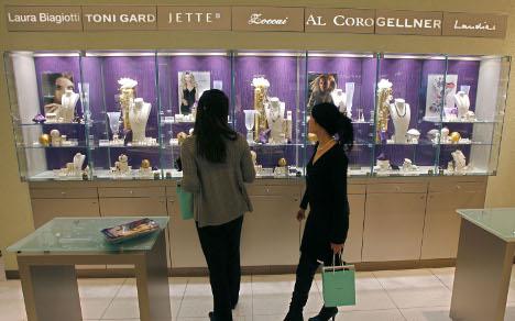 Flush tourists drive luxury goods market