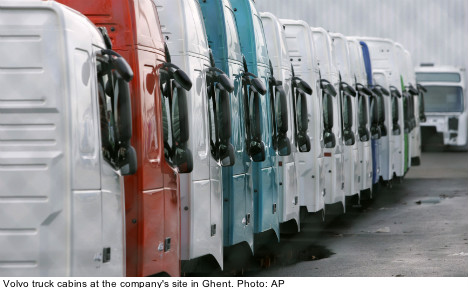 Renault sheds shares in Sweden's Volvo Trucks