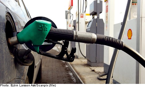 Free petrol gimmick fuels traffic chaos