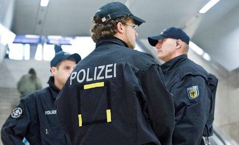 Bomb scare shuts down Bonn train station