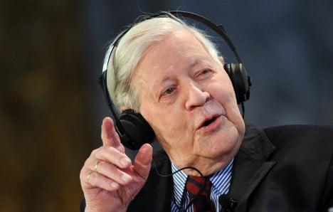 'Age-old' Schmidt damns Merkel's euro policy