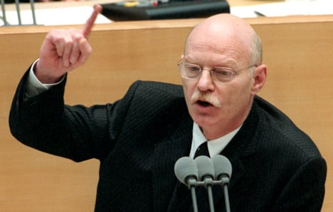 Ex-defence minister and Iraq War opponent dies