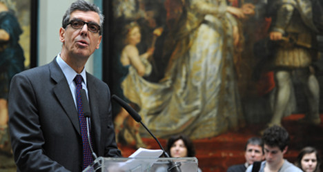 Pioneering Louvre boss to quit