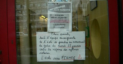 Paris teachers strike over increase to school week