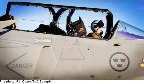 Swedish pilot risks drop after 'Top Gun' stunts