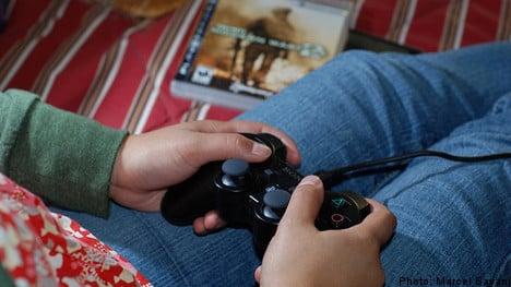 Police raid flat to find war game-playing teens
