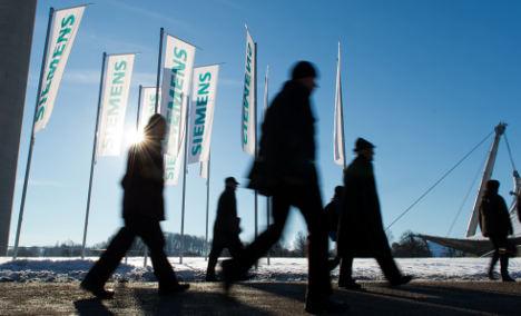 Siemens earnings and orders dip in first quarter