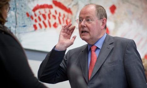 Support for Social Democrats slides further