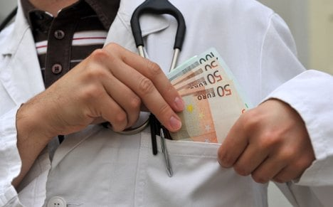 Doctors' group admits widespread corruption