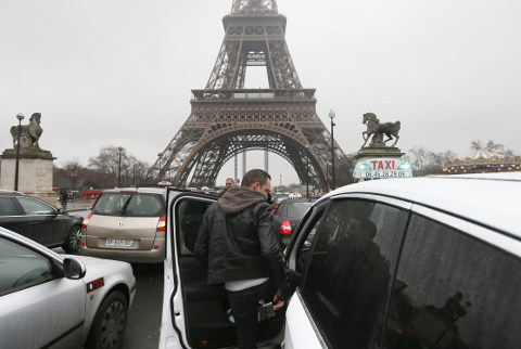 French taxi strike causes traffic chaos