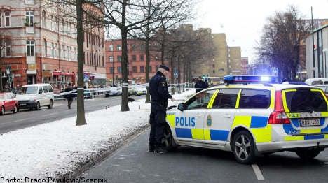 Malmö police hunt 28-year-old over shooting