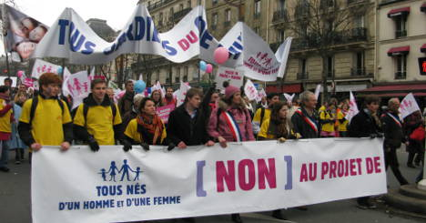 Thousands rally in Paris against gay-marriage