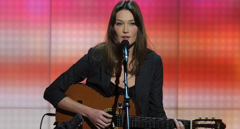 Carla Bruni song 'mocks' Hollande 'the penguin'