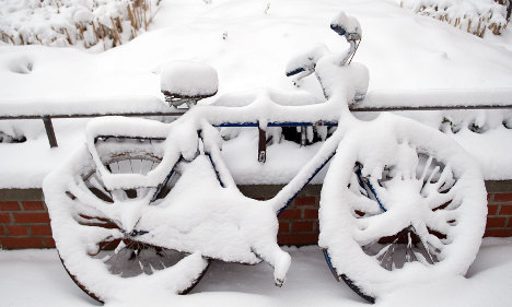 Snow and sunshine, weather splits Germany