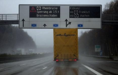 Thieves unload trucks in high-speed robberies