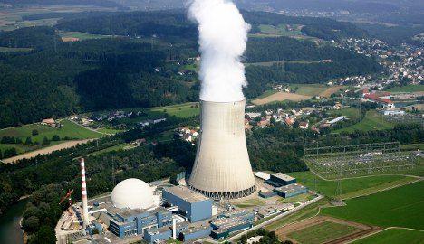 Nuclear plants face aircraft crash tests