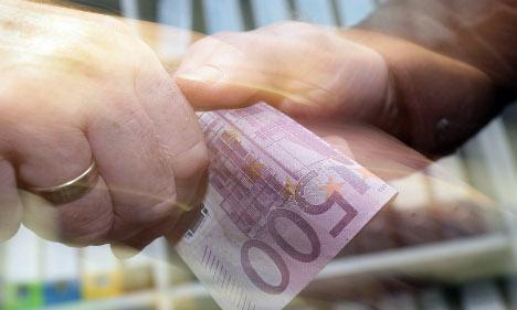 Top German CEOs earn below European average