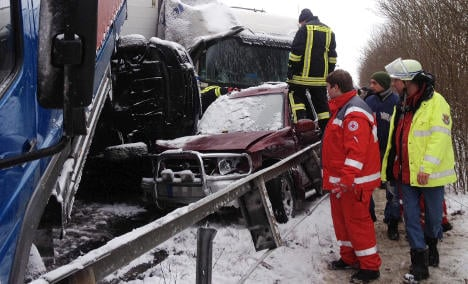At least 20 hurt in 100-car autobahn pile-up