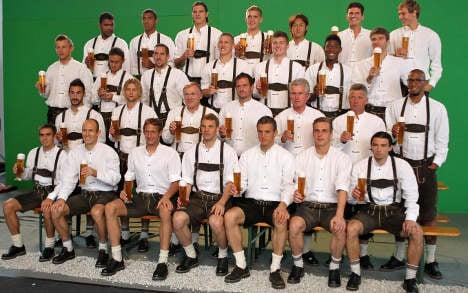 Bayern to wrap up Bundesliga in lederhosen