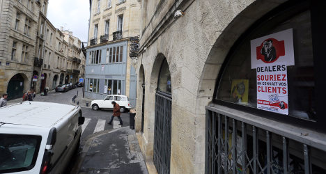 French community uses Facebook to fight dealers