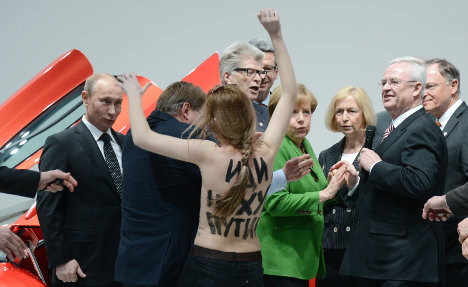 Topless protests disrupt Putin visit to Hannover